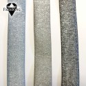 vasemmalta oikealle: siniharmaa, harmaa-beige, musta